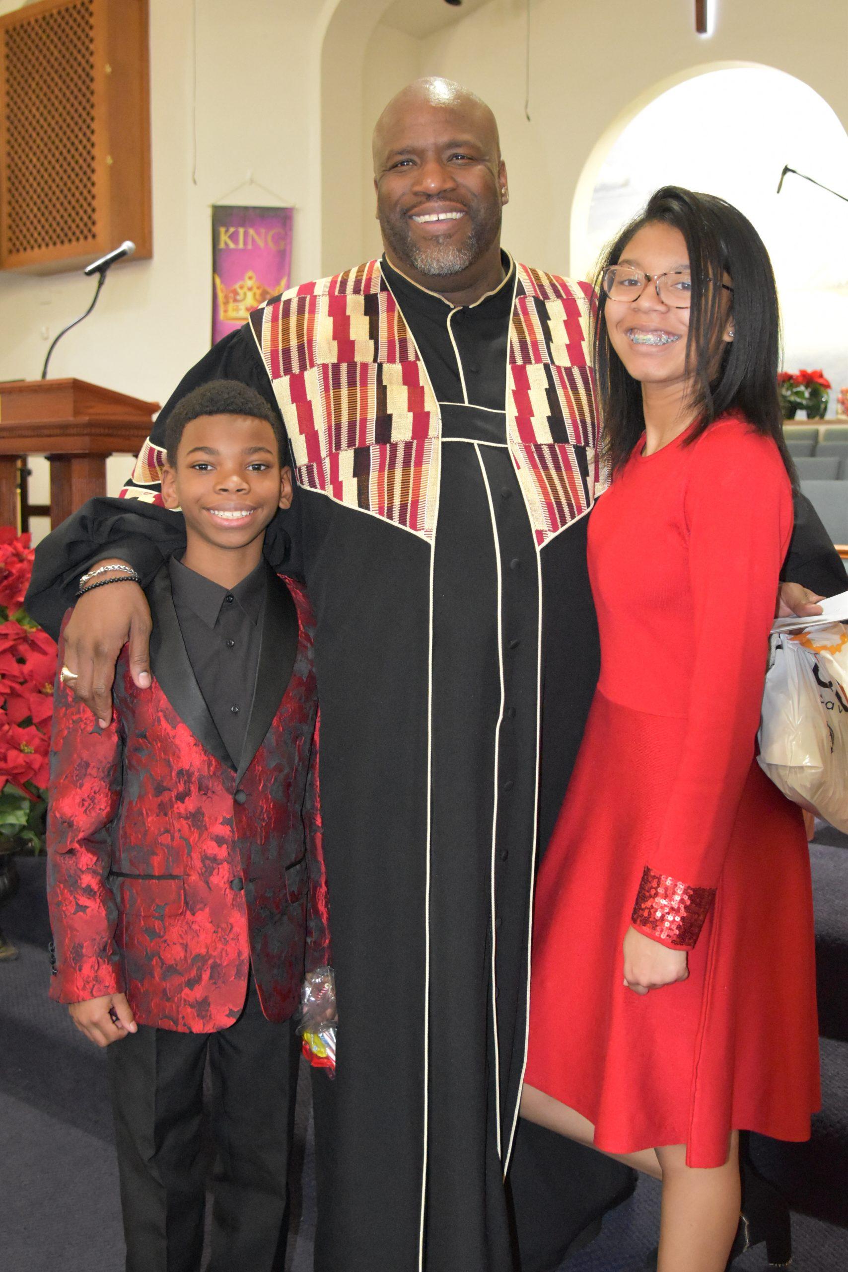 pastor-davis-and-kids